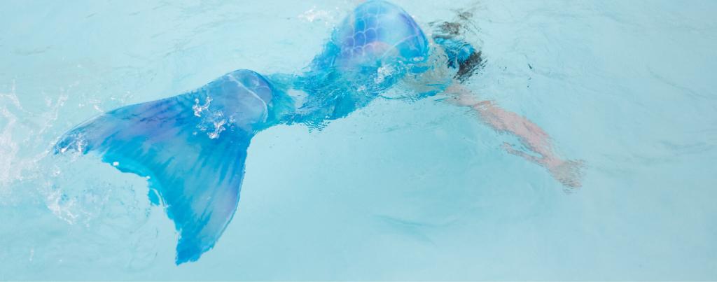 Zeemeerminnenstaart in zwembad